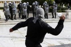 http://www.abc-berlin.net/wp-content/uploads/2010/03/Griechenland-Angriff-auf-Bullen-250x165.jpg