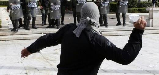 Griechenland - Angriff auf Bullen
