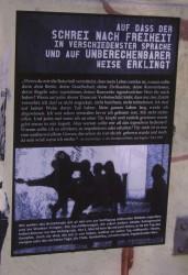 Auf dass der Schrei der Freiheit - Poster von der Strasse - gesehen in Berlin-Kreuzberg vor dem diesjährigen 1. Mai