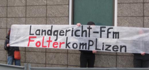 Beim Prozesstag am 2.11.2012 protestierten Besucher*innen gegen die Verles