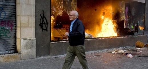 brennendes Ladengeschäft - 29. März 2012 in Barcelona