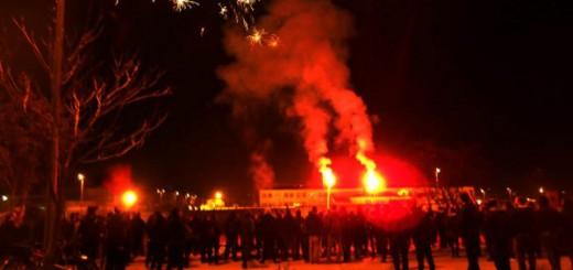Solidaritätsdemonstration für Spyros Stratoulis am Gefängnis von Larissa